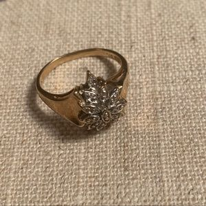 Diamond cluster gold band ring